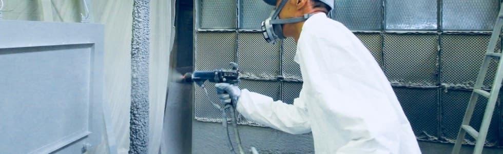 エアガン吹き付け塗装作業風景