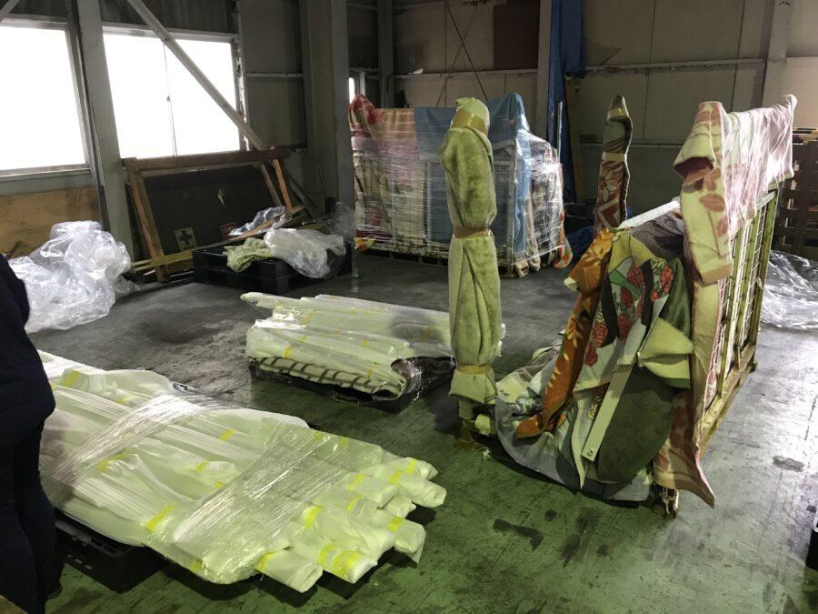 大型塗装製品の倉庫状況